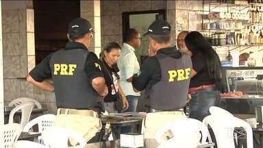 PRF realiza campanha educativa em combate a exploração sexual de crianças em Santa Inês - Postos de combustíveis de Santa Inês foram alvo da campanha educativa organizada pela Polícia Rodoviária Federal.