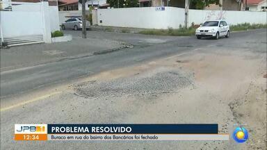 Buraco em rua no bairro dos Bancários foi fechado - O buraco estava na Rua Desembargador Aurélio M. de Albuquerque.