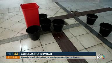 Terminal Central passa por vistoria para avaliar problemas de goteiras - CMTU e secretaria de obras vão investigar o problema com mais profundidade e verificar quais medidas devem ser adotadas.