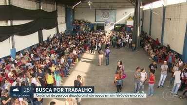 Rio de Janeiro volta a gerar empregos em abril, segundo o Ministério do Trabalho - Centenas de pessoas disputaram hoje vagas em um feirão de emprego.