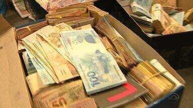 Investidores são investigados pela Receita Federal - Mias de um milhão de reais em dinheiro foram apreendidos em operação.