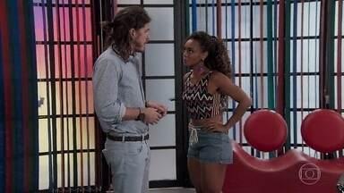 Dandara questiona envolvimento de Nicole com Quinzinho - O rapaz diz que não sabe muita coisa sobre a morte dela e conta que teve apenas um lance com ela