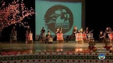 Evento lança edição 2019 do Cerejeiras Festival de Garça - Os organizadores do Cerejeiras Festival 2019 apresentaram nesta sexta-feira (24) as novidades da festa que será realizada no mês que vem, em Garça.