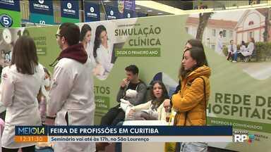 Feira de profissões reúne muitos jovens que ainda vão encarar o vestibular - Seminário vai até às 17h, no São Lourenço.