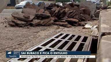 Moradores reclamam de entulhos deixados depois de tapa-buracos na capital - Prefeitura diz que equipe vai fiscalizar situação