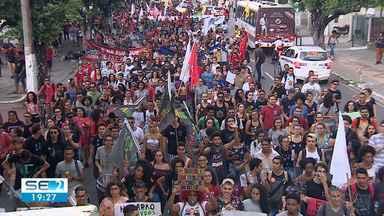 Aracaju tem ato contra corte de verbas na educação e reforma da Previdência - Estudantes e trabalhadores participam dos protestos.