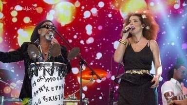 Vanessa da Mata, Carlinhos Brown e Timbalada interpretam 'Quixabeira' - Música agita a plateia do 'Altas Horas'