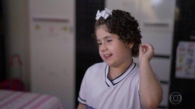 Menina de 8 anos vence a leucemia após campanha por doador de medula - Júlia passou por 36 internações desde quando recebeu o primeiro diagnóstico
