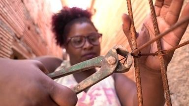 Mulheres constroem a própria casa em projeto de arquiteta de Belo Horizonte - Iniciativa está conseguindo mudar a realidade de muitas famílias da periferia.