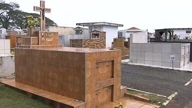 Cemitério de Itatinga sofre atos de vandalismo - O cemitério de Itatinga (SP) sofreu atos de vandalismo, como destruição e furto de vasos de bronze.