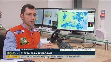 Defesa Civil testa radar pra prevenir enchentes e deslizamentos - A tecnologia pode ajudar a prevenir enchentes e deslizamentos em Curitiba e Região Metropolitana./ A Defesa Civil está testando um novo radar meteorológico, com tecnologia japonesa.