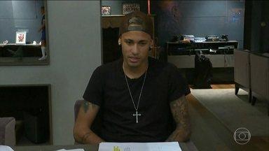 Advogado diz que mulher que acusa Neymar mudou discurso na hora de registrar o B.O. - A mulher teria dito aos advogados que foi agredida pelo jogador. Na hora de registrar boletim de ocorrência, disse que estuprada.