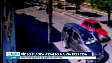 Flagrante: bandidos assaltam motoristas na Via Expressa - Confira mais notícias em g1.globo.com/ce