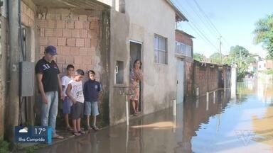 Bairros de Registro ficam alagados após temporal no Vale do Ribeira - O Rio Ribeira subiu mais de quatro metros e causou transtornos aos moradores da região.