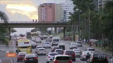 Governo envia ao Congresso projeto que sugere mudanças nas leis de trânsito - O presidente Jair Bolsonaro foi pessoalmente entregar a proposta. Um dos pontos principais é o que dobra o limite de pontos que um motorista pode ter na carteira de habilitação.