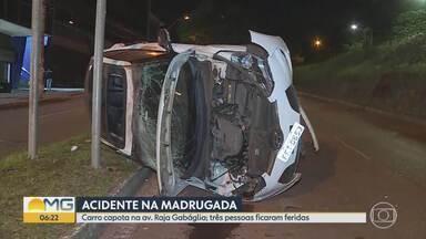 Carro capota na Avenida Raja Gabaglia, na Região Centro-Sul de Belo Horizonte - Acidente foi na altura do bairro Santa Lúcia, na Região Centro-Sul. Aparentemente, veículo bateu no barranco que divide as pistas e virou.