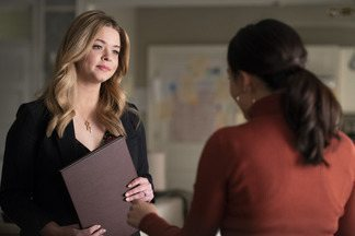 ... Se Um Deles Estiver Morto - Ava, Caitlin e Dylan identificam o possível assassino de Nolan. E Alison começa a investigar o suicídio de Taylor Hotchkiss.