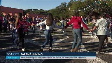 Milhares de pessoas participam do Paraná Junino - Teve comida, dança e show do Gaúcho da Fronteira.