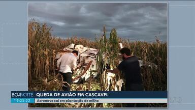 Avião de pequeno porte cai em Cascavel - Quatro pessoas estavam no avião. Ninguém ficou ferido.