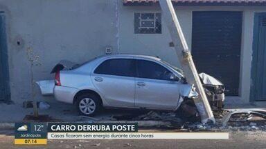 Carro derruba poste e deixa casas sem eletricidade na zona Norte de Ribeirão Preto - Moradores do bairro Cristo Redentor ficaram sem energia elétrica por cinco horas.