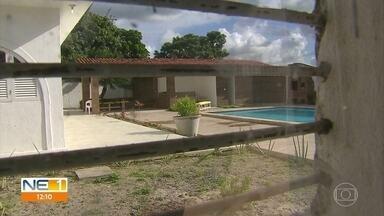 Um homem e duas mulheres são mortos a tiros em casarão em Jaboatão dos Guararapes - Crime ocorreu no domingo (9), no bairro de Candeias.