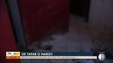 Situação de banheiro público em praça de Cabo Frio, RJ, é deplorável - Caso acontece na Praça de São Cristovão.