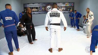 Lutador de Juiz de Fora comemora conquistas em Dubai - Instrutor de Jiu-jitsu, Antônio Inácio ensina há um ano recrutas do Exército dos Emirados Árabes