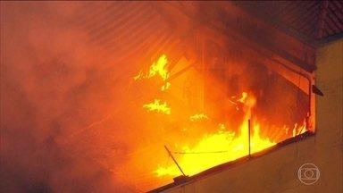 Incêndio deixa padeiro com 50% do corpo queimado - O incêndio foi no mercado onde o padeiro estava trabalhando. As causas ainda estão sendo investigadas