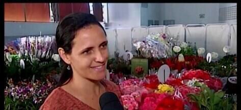 Apae realiza exposição de flores ornamentais e árvores frutíferas em Araxá - Mais de 200 espécies integram a exposição, que também estão à venda.