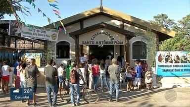 Fiéis lotam igreja de Santo Antônio - Comunidade celebra o santo com missa e quermesse