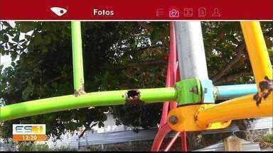 Pais reclamam de brinquedos danificados em praça de Marataízes - Situação dos brinquedos preocupa os familiares das crianças.