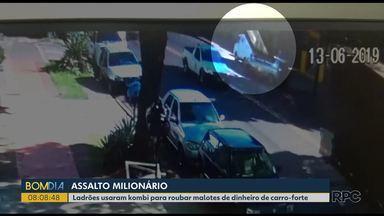 Ladrões usaram kombi para roubar malotes de dinheiro de carro-forte - A Polícia procura por ladrões que usaram uma kombi para fazer um assalto milionário em uma empresa de transporte de valores na madrugada de ontem.