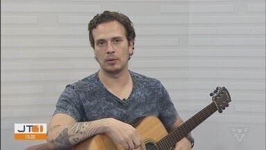 Humorista e músico, Fabiano Cambota apresenta seu show de stand-up em Santos - Show acontece no Parque Balneário Hotel.