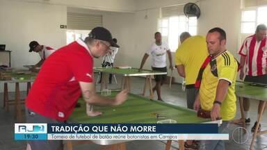 Torneio de futebol de botão reúne botonistas em Campos, no RJ - Assista a seguir.