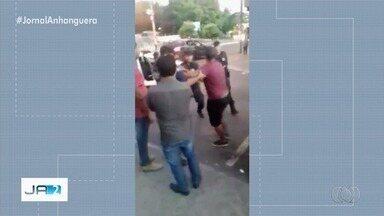 Ambulantes batem boca com guardas civis em confusão na Rua 44; vídeo - Local tem sido palco de constantes problemas.