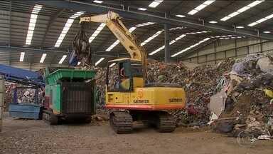 Projeto transforma toneladas de lixo que iriam para aterros em combustível - Resíduos que não serviriam para reciclagem são processados e incinerados para gerar energia, numa fábrica de cimento no interior de São Paulo.