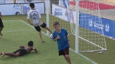 Copa América cria espaço para desenvolver várias modalidades ligadas ao futebol, em Copacabana - Copa América cria espaço para desenvolver várias modalidades ligadas ao futebol, em Copacabana