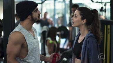Rock trata Fabiana como sua namorada - Lutador sente ciúmes da noviça