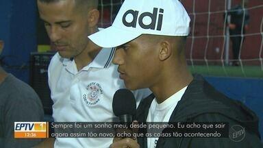 Atacante do Fluminense visita escola de futebol onde começou a carreira em Ribeirão Preto - João Pedro saiu das categorias de base do Botafogo-SP.