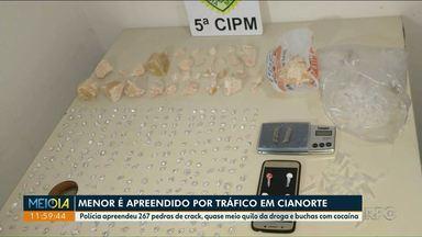 Adolescente é apreendido com mais de 260 pedras de crack em Cianorte - Polícia ainda apreendeu quase meio quilo de crack em diversas pedras e cocaína.