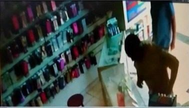 Celulares estão entre os mais visados por criminosos que cometem furtos em Araxá, diz PM - Segundo polícia, cerca de seis furtos são registrados por semana na cidade e a maioria é celular. Militares orientam sobre a questão de segurança.