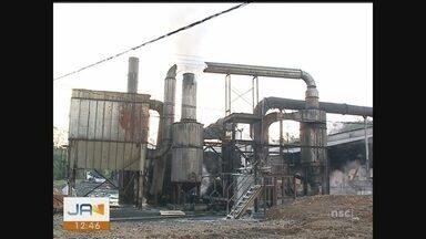Moradores protestam contra emissão de pó de indústria em cidade do Sul de SC - Moradores protestam contra emissão de pó de indústria em cidade do Sul de SC