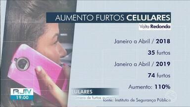 Furtos de celulares crescem em Volta Redonda - De acordo com ISP, os crimes cresceram 110% de janeiro a abril de 2019.