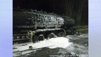 Fogo em caminhão-tanque interdita por 2h trecho de serra da Tamoios - Às 6h, o trecho entre os km 70 e km 81 foi liberado para tráfego no sistema 'Pare e Siga'.