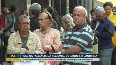 Usuários reclamam da espera para atendimento em farmácias regionais de Londrina - De acordo com a regional de saúde, não há necessidade de chegar antes da hora agendada.