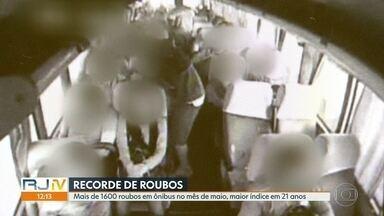 Maior índice de roubos em ônibus em 21 anos no Rio - Foram mais de 1600 casos no mês de maio passado