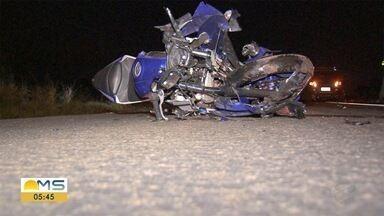 Frentista morre em acidente na BR-262, em Campo Grande - Vítima estava de moto e bateu na traseira de um carro.