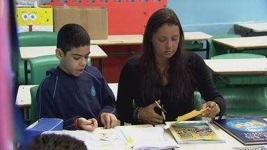 Pais enfrentam dificuldades para garantir o acesso à educação de filhos autistas - Uma em cada 59 crianças tem algum tipo de transtorno relacionado ao autismo. Este é o número mais recente divulgado pelo Centro de Controle de Doenças dos Estados Unidos.