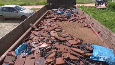 Polícia apreende caminhão com trilhos furtados no Vale do Pindaré - A polícia apreendeu um caminhão com trilhos furtados na área da Ferrovia Carajás.