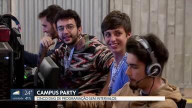 Segundo dia da Campus Party anima público - Com uma programação sem intervalos, o evento de tecnologia atrai muita gente interessada em fazer network, participar de desafios e competições e, claro, muitos games.
